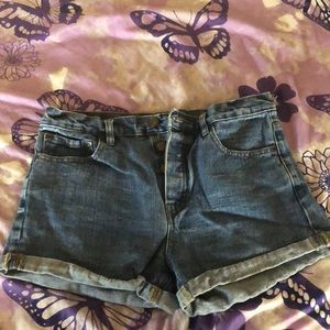 Jean high waisted button up shorts !